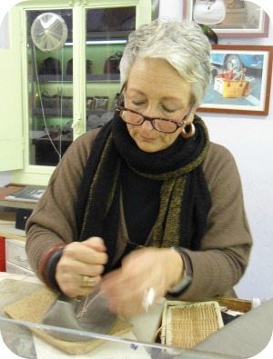 Florence Shopping - Florence Leather School - making jewel bag