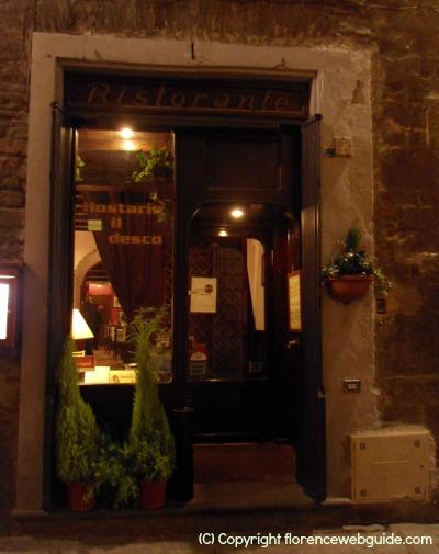 Hostaria Il Desco, located in a characteristic narrow cobblestone street in the heart of town