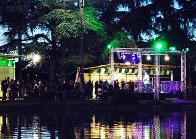 Open air 'OFF bar' is in the Fortezza da Basso garden near the fountain