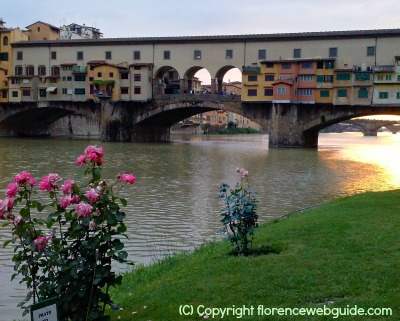Sunset at the Ponte Vecchio - the days get shorter in the month of November in Florence