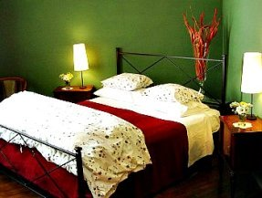 Comfortable rooms at Giglio Bianco, a bed and breakfast in Florence italy that specializes in cooking courses too!
