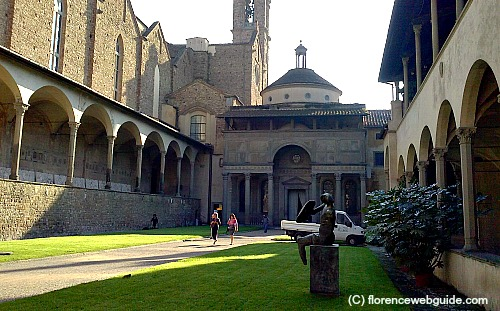 First cloister with a view of the Pazzi chapel