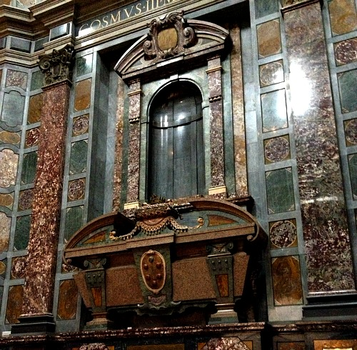 Chapel of the Princes sarcophagus and empty niche - a statue of the entombed Medici was supposed to be in the niche but was never realized