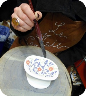 Florence and Deruta Ceramics - Ambra at work at Le Mie Ceramiche