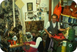 Florence Shopping - handmade leather bags and goods - Dantesca Leather workshop