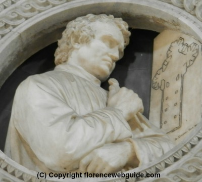 bust of Arnolfo di Cambio on the wall of the cathedral