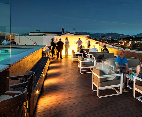 Empireo rooftop pool offers a cocktail hour with buffet and great views of the city!