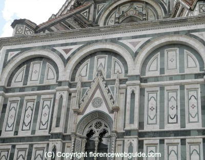 detail of the right side of the Duomo in Florence