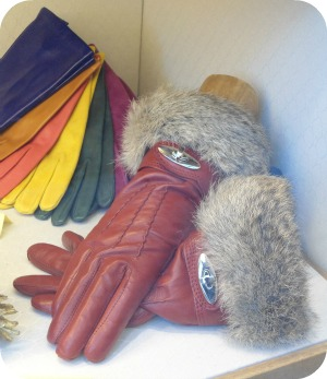 Florence Shopping - Belts and Gloves - red fur lined Madova gloves