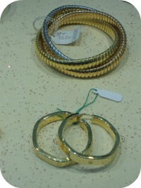 Florence Shopping - Gold Jewelery - hoop earrings and bracelet