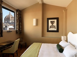 This four star hotel is so central that some rooms -such as this one - look out onto Brunelleschi's Cupola