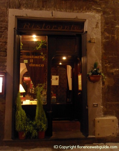 Hostaria Il Desco, located in a characteristic narrow cobblestone street in the heart of town