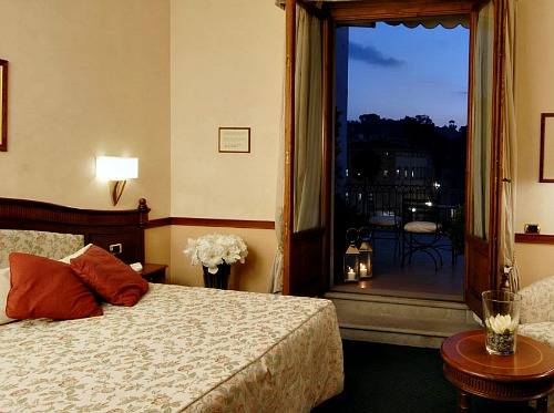 Room with a view and romantic balcony at Hotel degli Orafi