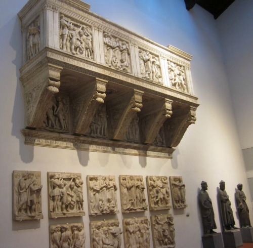 Luca della Robbia's sculpted singing tribune