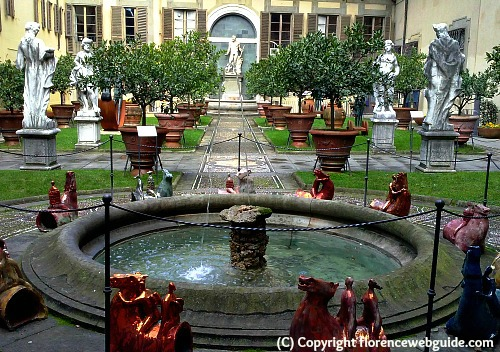 Lemon garden in second courtyard of Medici palace