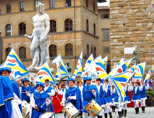 The Biancone statue in piazza Signoria during the Marzocco flag throwing competition