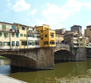 The Ponte Vecchio bridge, one of the stops on a classic tour of Firenze!