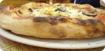 Florence Restaurants - Pizza Places - thick Neapolitan pizza