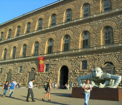Florence sightseeing on foot - Pitti Palace and square